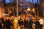 La gent s'amuntegava per poder veure la rua