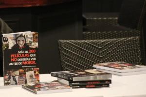 """El llibre """"Más de 200 películas que no deberías ver antes de morir"""" havia de ser presentat pels seus autors, però no hi van poder assisir // Jordi Julià"""