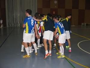 """El CFS Molins 99 fent el """"crit"""" al final del partit, que ha guanyat 4-3 contra el CFS Sant Boi."""