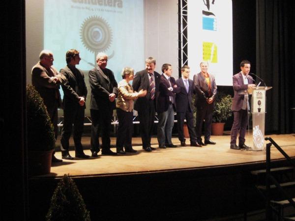 Foto de l'escenari abans de repartir el premi del concurs de cartells // Irene Terrón