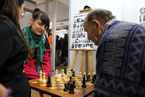 Joves i grans han jugat als escacs a la Fira de la Candelera 2011