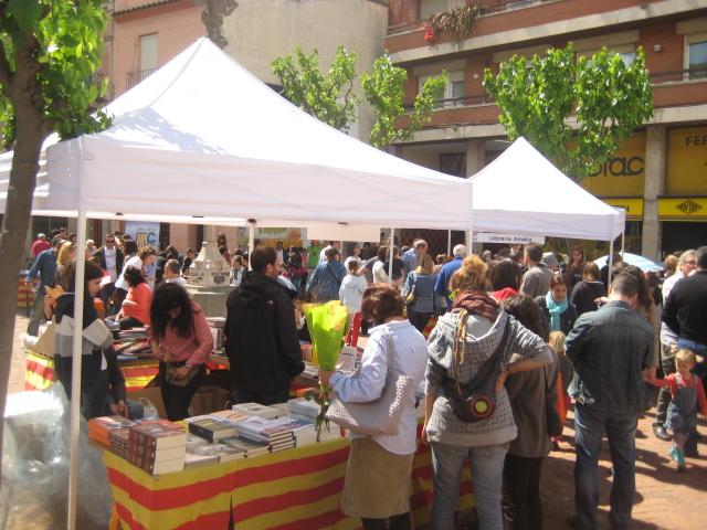 La Fira del Llibre en català va tenir el seu punt àlgid a les 12h // Jose Polo
