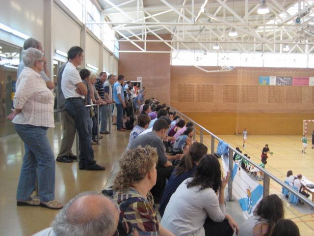 Molt públic però massa callat al Poliesportiu Municipal // Jose Polo
