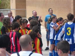 El Molins veu com les noies de l'Espanyol recullen la copa de campiones