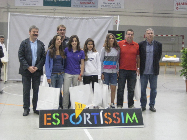 Les jugadores convocades per la selecció catalana premiades pel Molins de Rei CF // Jose Polo