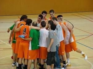 El CE Molins de rei ha donat una bona imatge en el primer partit // basquet-molinsderei.blogspot.com