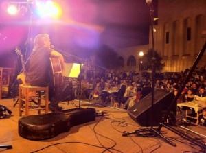 L'Església plena per escoltar a Cesk Freixas // AJEIM