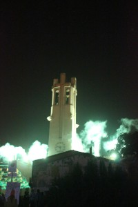 L'Església es va il·luminar amb els castells de focs // Ariadna Buendia