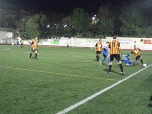 Andrés s'emporta una pilota per la banda // Jose Polo