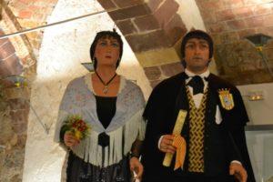 Els gegants nous, Bernat i Candelera, amb les joies dissenyades per l'ocasió // Elisenda Colell