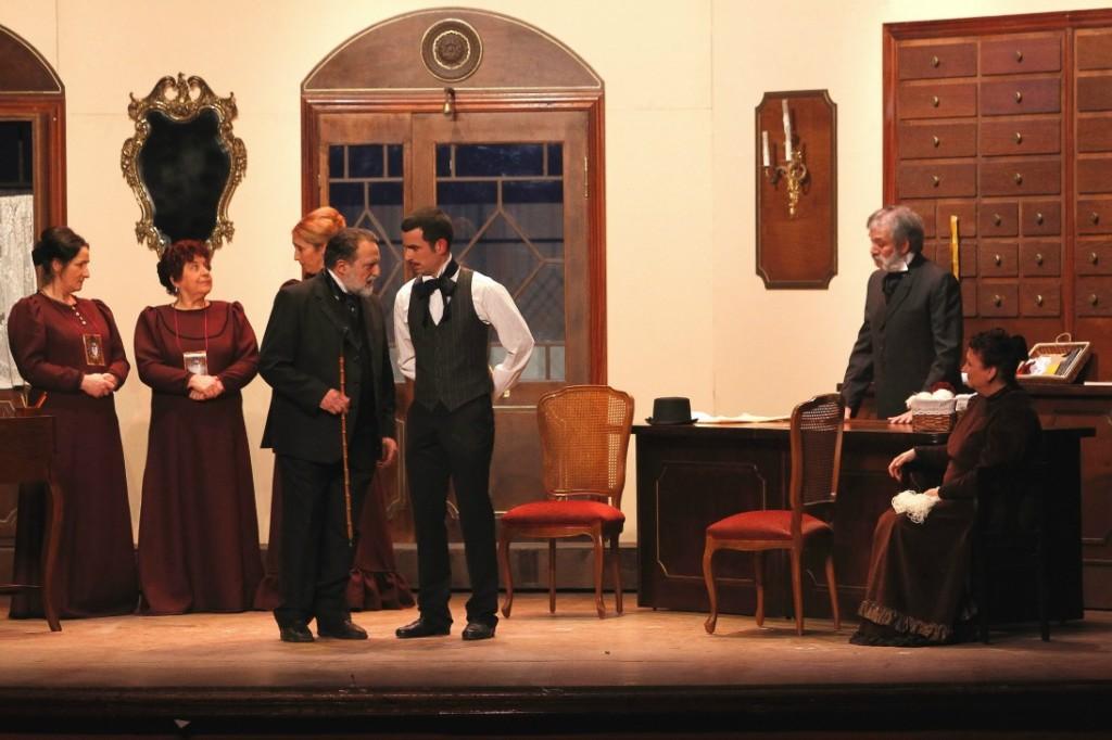 Moment de la representació amb Miquel Olivé i Oriol Romeu al centre de l'escena // Ajuntament de Molins de Rei