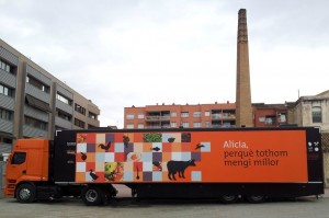 El bus Alícia s'ha instal·lat durant uns dies a la plaça del Molí // David Guerrero