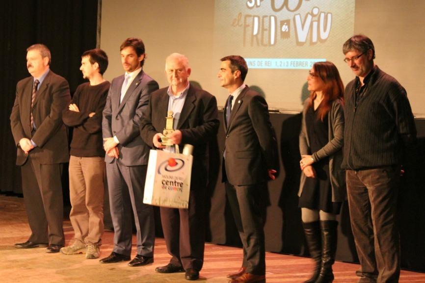 Representants de tots els grups polítics municipals van pujar a l'escenari a felicitar al pregoner // David Guerrero