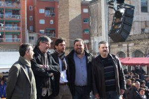 Junqueras acompanyat de l'alcalde i diferents portaveus municipals // Jose Polo