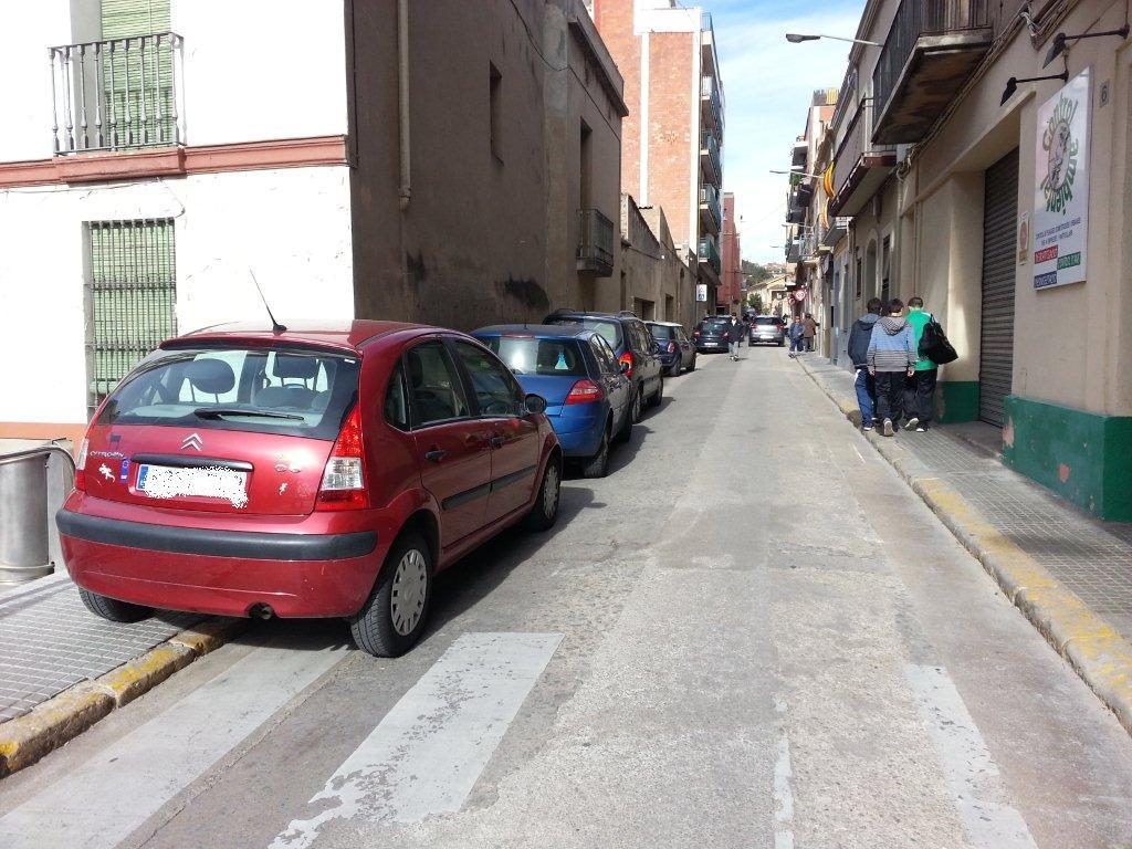 Imatge del carrer Samaranch durant el cap de setmana de la Fira de la Candelera // Toni Zapata