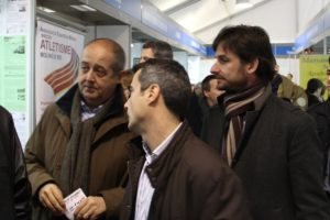 Felip Puig va passejar per la fira acompanyat de Joan Ramon Casals i Xavi Paz // Jordi Julià