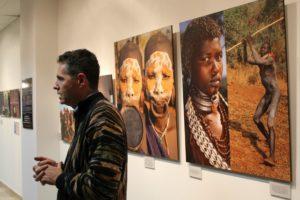 El fotògraf Jordi Llorens va inaugurar la seva exposició a l'Aula de Cultura Caixa Penedès // David Guerrero
