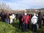 Els assistents van escoltar atentament les explicacions de Pere Villar // J.R. Casals