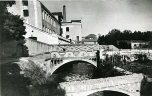 Un pont travessava el Canal de la Infanta des del 1912 // Arxiu Municipal - ACM