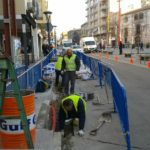 La brigada d'obres ha actuat al pas de vianants de la plaça de la Vila amb Pere Calders // Ajuntament de Molins de Rei