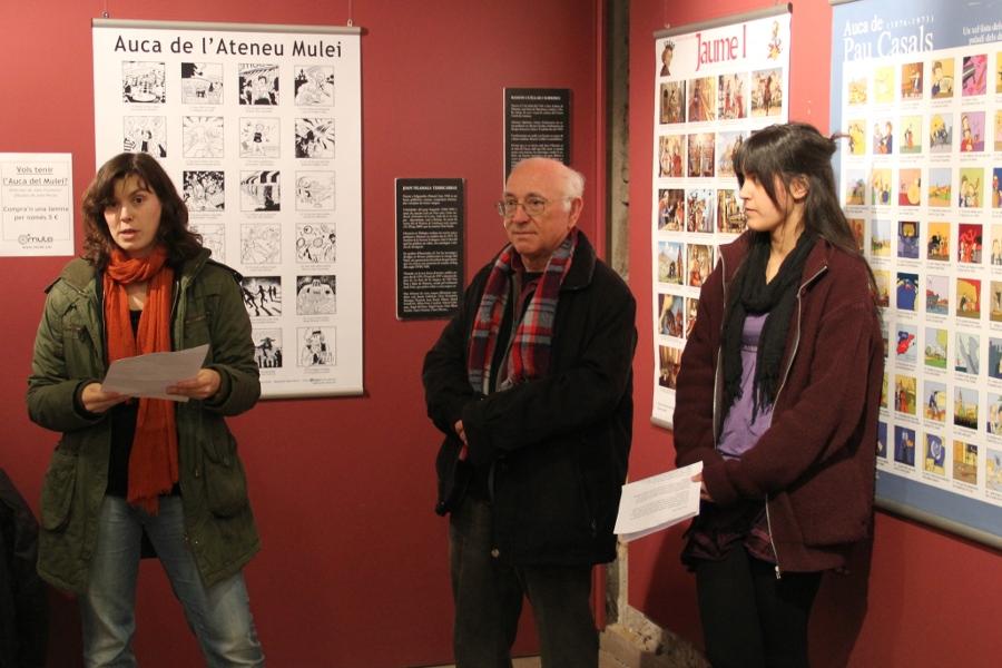 Ester Comellas, sòcia del Mulei; Joan Vilamala, autor de l'auca del Mulei i de moltes de les de l'exposició; i Montse Canals, presidenta de l'Agrupació Folklòrica, van inaugurar l'exposició // Jordi Julià