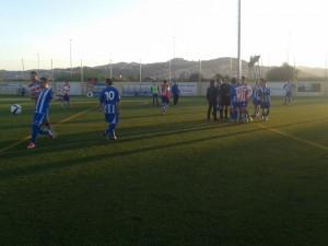El partit es va finalitzar amb una petita tangana // Adrià Casaín