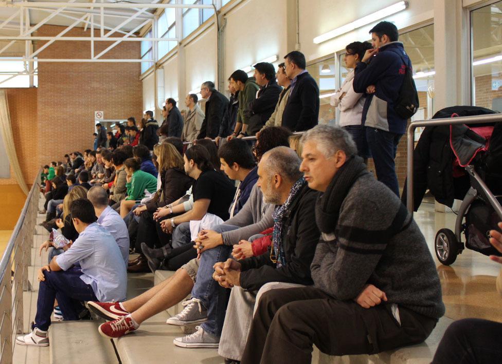 El bàsquet cada vegada atreu a més públic al Poliesportiu Municipal // Jose Polo