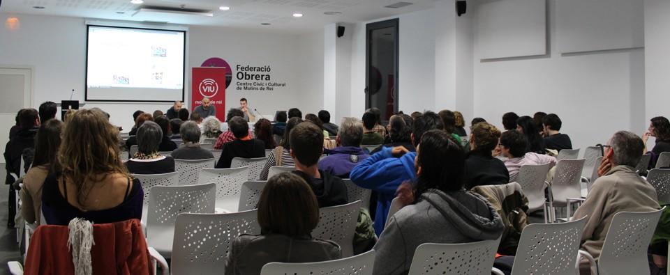 Gent d'arreu del Baix Llobregat han visitat Molins de Rei per escoltar la xerrada // Marta Pedrola
