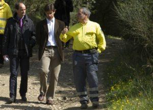El vicepresident del Consorci de Collserola, Josep Perpinyà; l'alcalde, Xavi Paz; i el president de l'ADF, Pedro Royo, van visitar les finques cedides // Ajuntament de Molins de Rei