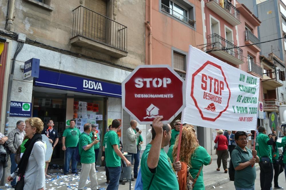 El activistes van donar a conèixer les seves reivindicacions a tots els conductors que passaven per l'avinguda Barcelona // Elisenda Colell
