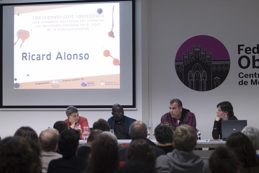 La presentació gairebé omple la Federació Obrera // Ajuntament de Molins de Rei