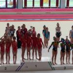 Les petites gimnastes recollint un dels premis // Club Gimnàs Molins de Rei