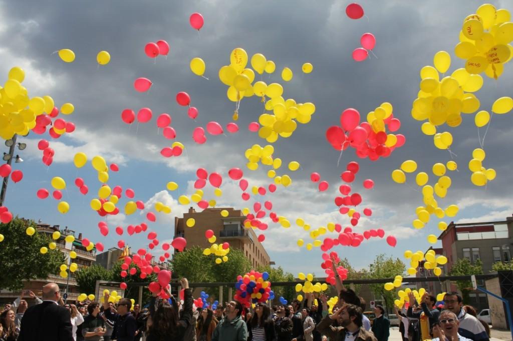 Els 1.714 globus es van enlairar al cel de Molins de Rei // David Guerrero
