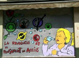 El mural que els organitzadors van pintar a la plaça de la creu, no deixa a ningú indiferent. //CAJ La Mola