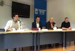 Oriol Izquierdo (primer per l'esquerra) i Toni Moreno (primer per la dreta) van acompanyar a Francesc Garriga (segon per la dreta) durant la presentació del llibre // J.R.