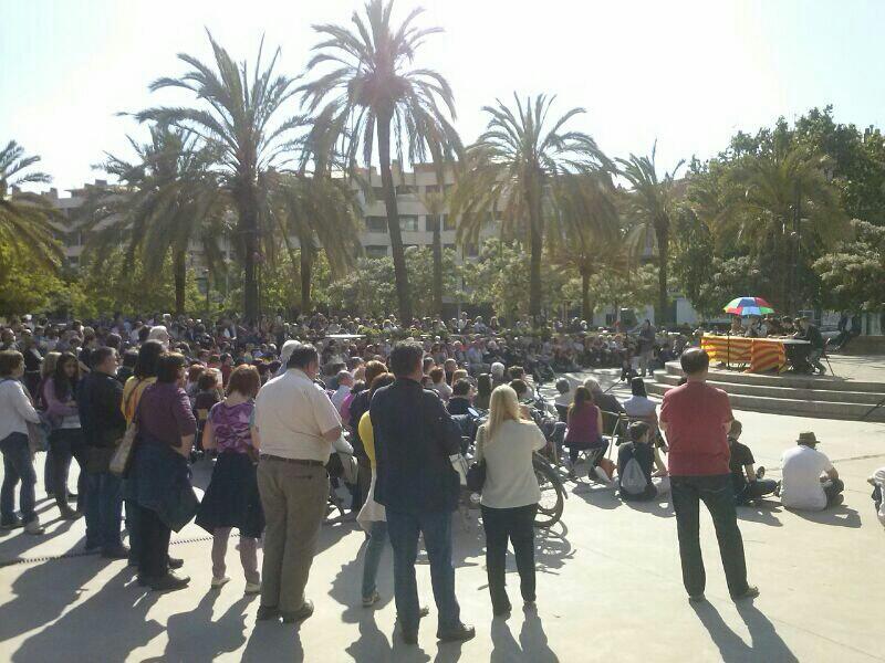 El parc del Pont de la Cadena  va reunir a prop de 400 persones per escoltar a Teresa Forcades // Sergi Conde