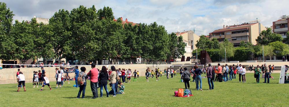 Gairebé 200 joves es van reunir a Molins de Rei per gaudir del volei // Jose Polo