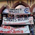 Una de les manifestacions de Ciments Molins va finalitzar a l'Ajuntament de Sant Vicenç // Jose Polo