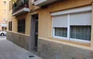 El pis està situat al carrer Plaça Pins // Jose Polo