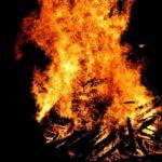 La flama del Canigó incendiarà la foguera de Sant Joan a Molins de Rei i prop de 400 municipis més. //jlmaral (Flickr)
