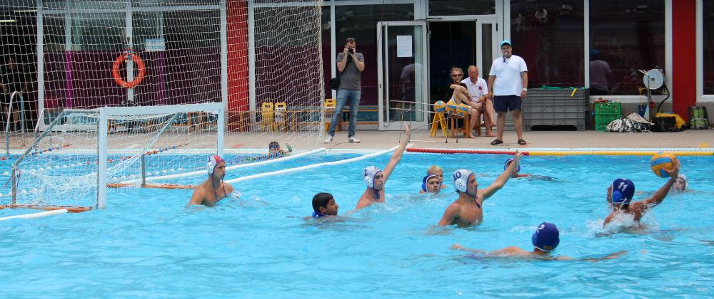 Es va veure un gran nivell de waterpolo juvenil // Jose Polo