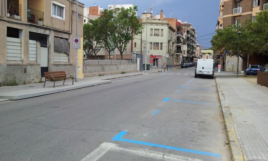 Les noves places de zona blava ja han entrat en funcionament // David Guerrero