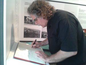 Joan Tardà va signar al llibre de la Federació Obrera durant la seva visita // ExMdR