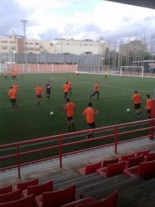 Joan Garcia es va emportar 22 homes al partit per provar-los a tots. // Adrià Casaín