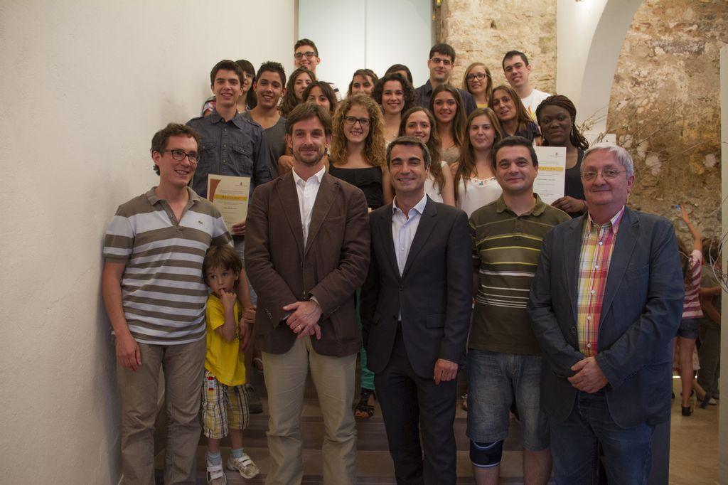 Els alumnes guardonats van assistir a un acte a la Gòtica amb la presència de Pep Salas (primer a l'esquerra) i l'alcalde i regidors // Ajuntament de Molins de Rei