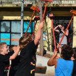 Els infants donen la benvinguda a algunes entitats de foc per la Festa Major