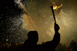 Els carrers de Molins de Rei s'han omplert de foc i espurnes. // Elisenda Colell