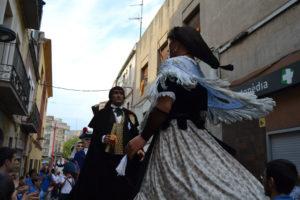 El Bernat i la Candelera, en una actuació de la colla gegantera durant la Festa Major // Elisenda Colell