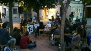 Karbala va aplegar a un bon grapat de públic a la plaça de la Creu // Molins en Lluita