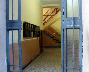 El bloc de pisos es troba en mal estat // Jose Polo